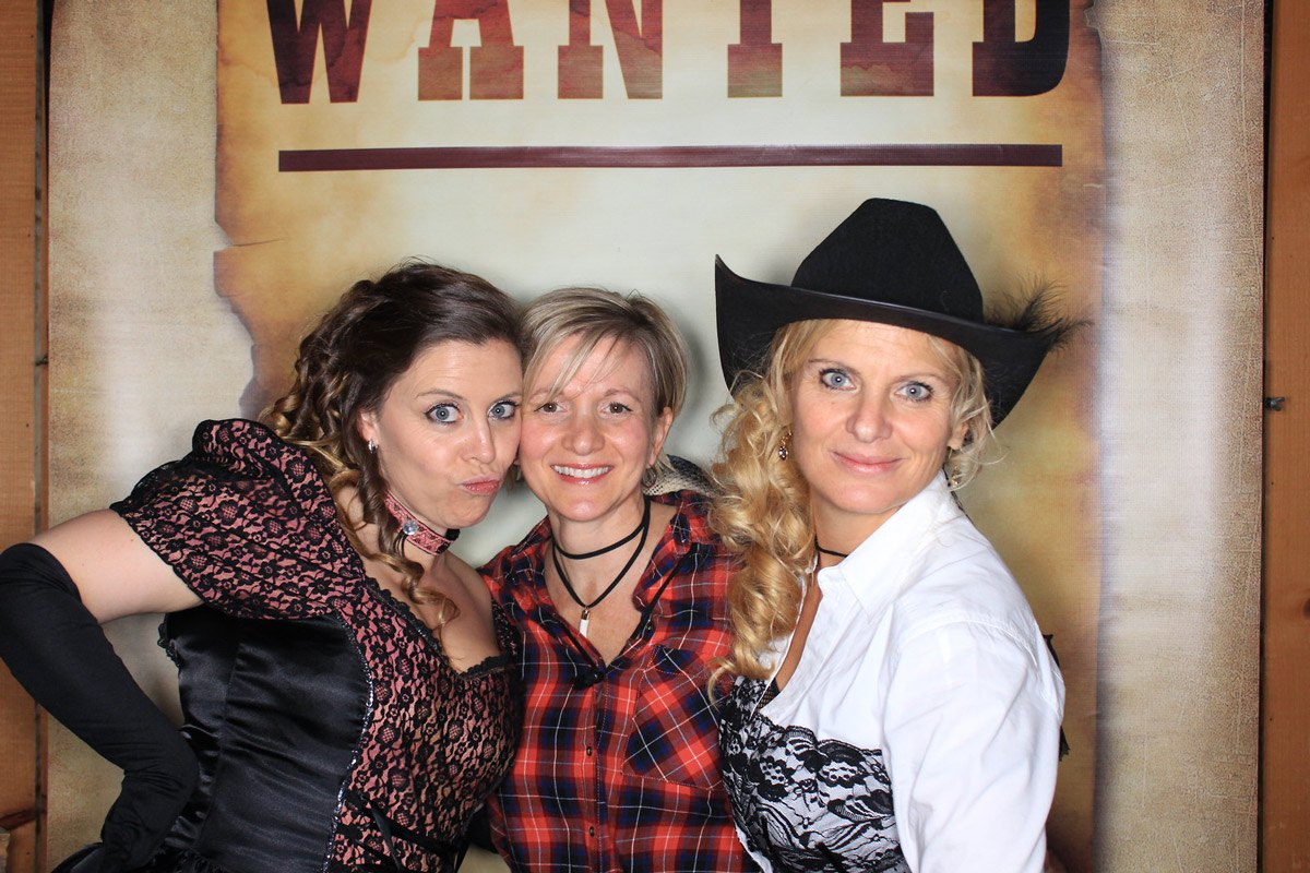 dgphotobooths-western-contact